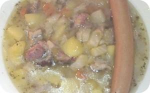 Kartoffelsuppe frisch gekocht: Fleischbrühe aufgesetzt von Kasslerrippchen, Suppengemüse, Kartoffeln, mit oder ohne Wiener, püriert oder nicht - ganz nach Wunsch und Absprache ;-)